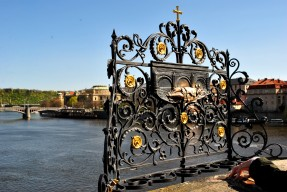 3_of_10_-_Charles_Bridge,_PRAGUE