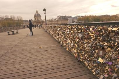 Pont_des_Arts_Love_locks